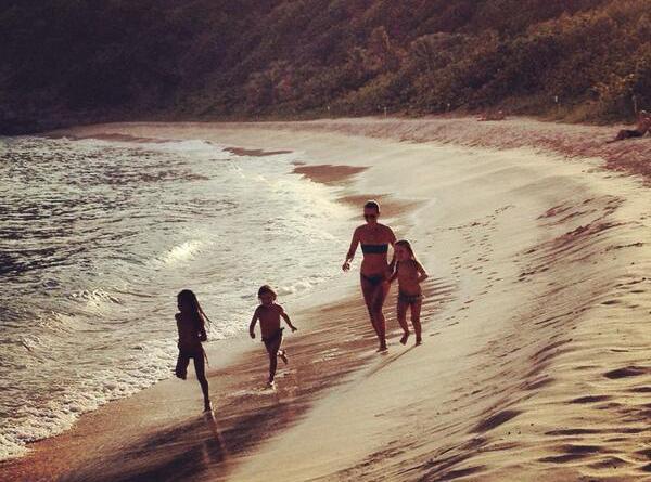 Laeticia Hallyday : en vacances en famille à Saint-Barth !