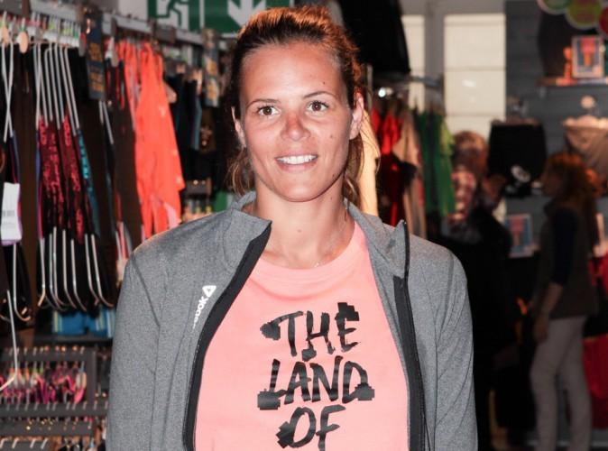 """Laure Manaudou : bilan de son accident de scooter, """"une triple fracture à la cheville"""" !"""