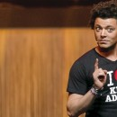 "Le spectacle ""Kev Adams : The Young man show"" sur W9 à 20h45 !"