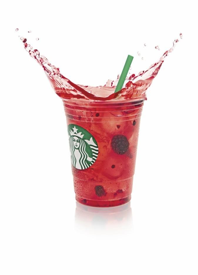 On étanche sa soif avec les Starbucks Refresha, les boissons stars de l'été, au citron vert ou à la mûre. Starbucks Coffee. 3,35 €.