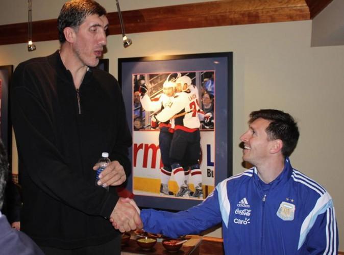 Lionel Messi : rencontre avec un célèbre basketteur, le face à face saisissant !