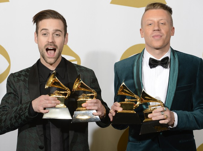 """Macklemore : vivement critiqué, il s'excuse d'avoir """"volé"""" la victoire à Kendrick Lamar !"""