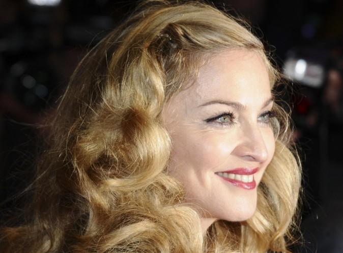 Madonna : culotte vintage et lingerie apparente... un look des plus sexy pour une compétition pleine d'énergie !