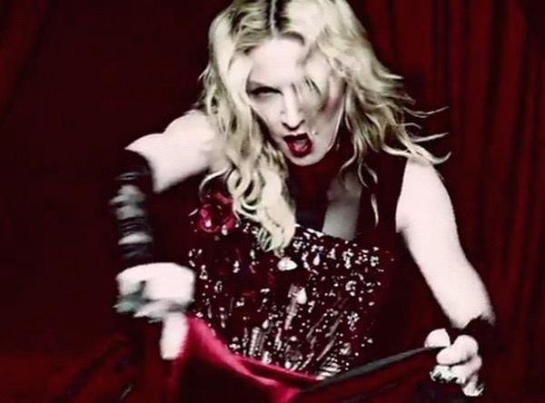 """Madonna : elle dévoile son nouveau clip """"Living For Love"""" sur Snapchat !"""