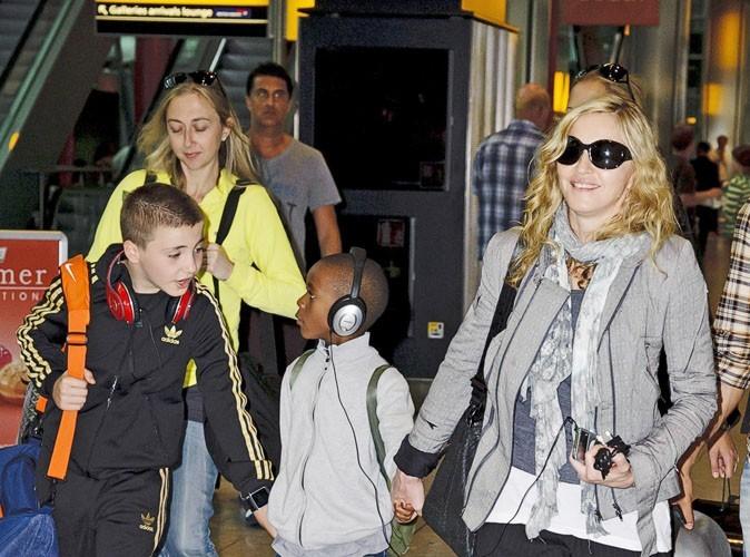 Madonna : en avion, elle fait classe à part avec ses enfants !
