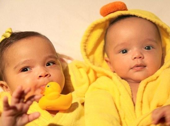 Mariah Carey : découvrez les photos intimes de ses bébés et même de son accouchement !