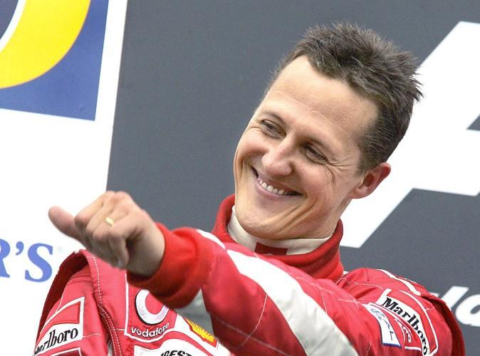 Michael Schumacher : un journaliste se déguise en prêtre pour l'approcher !