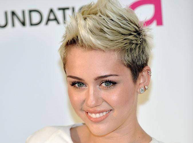 """Miley Cyrus : découvrez les photos de son anniversaire """"hot"""" à Hollywood !"""
