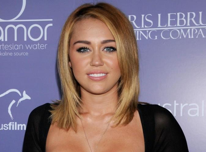 Miley Cyrus : découvrez son nouveau single électro en featuring avec Rock Mafia...