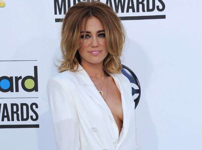 """Miley Cyrus : le sexe est """"une chose belle et magique"""" !"""