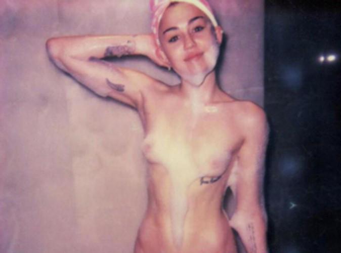 Miley Cyrus : maintenant, elle pose complètement nue, de face !