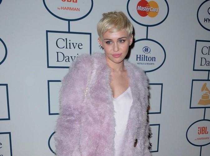"""Miley Cyrus pense libérer de """"l'énergie féministe"""" !"""