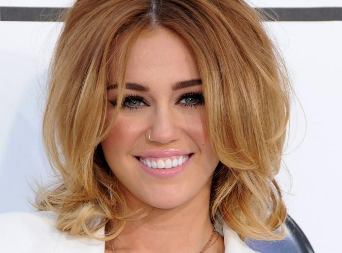 Miley Cyrus : sa bague de fiançailles coûte 250 000 dollars !