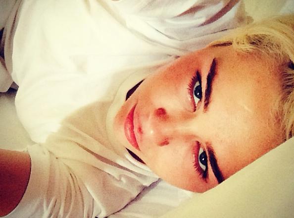 """Miley Cyrus : son deuil se poursuit : """"Je voudrais que tout le monde ait le cœur brisé comme le mien."""""""