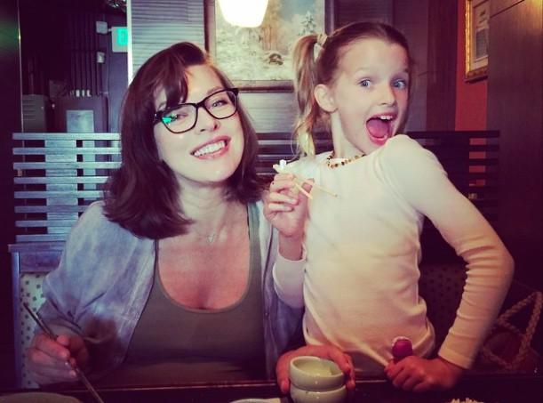 Milla Jovovich : elle dévoile déjà une première photo de Dashiel !