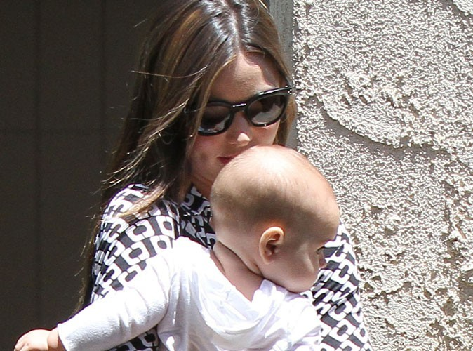 Miranda Kerr : elle a eu du mal à accoucher de son gros bébé !