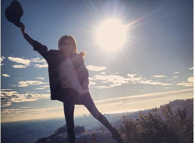 Miranda Kerr : elle bondit de bonheur pour la nouvelle année...