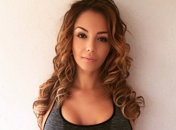 Nabilla : loin des soucis, elle exhibe son bikini body à Monaco !