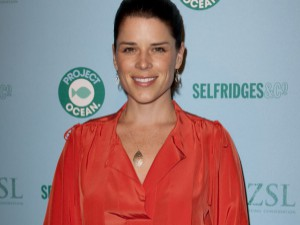 Neve Campbell : la star de Scream dévoile enfin son adorable bébé !