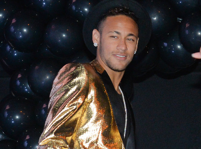Neymar : son nouveau jet privé à 8 millions d'euros fait scandale au Brésil !