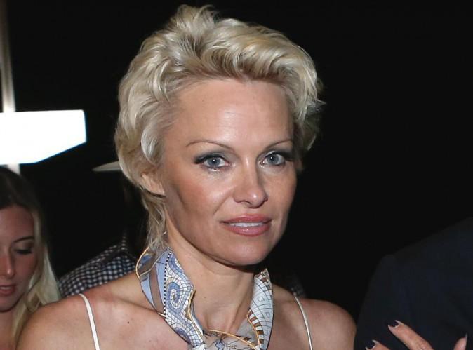 """Pamela Anderson : """"Mon petit ami a décidé que ce serait drôle de me violer avec six de ses amis""""...."""
