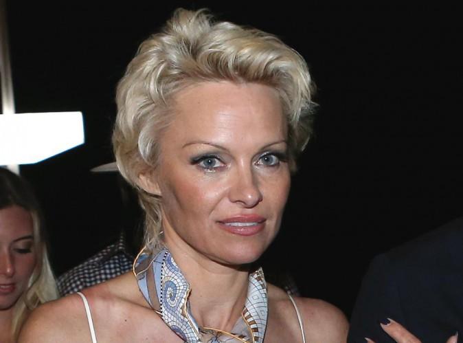 """Pamela Anderson : sa mère est sous le choc : """"C'est une chose terrible et dramatique. Si elle a traversé cela toute seule, c'est horrible""""…"""