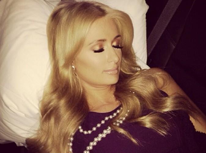 Paris Hilton : elle se prend pour la Belle au bois dormant !