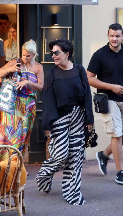 Pendant que son fils sombre, Kris Jenner se la coule douce à Saint-Tropez