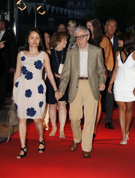 Woody Allen et sa femme Soon-Yi, Paris, le 27 août 2013