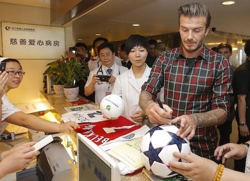 David Beckham, vrai papa poule... Même avec les enfants des autres !