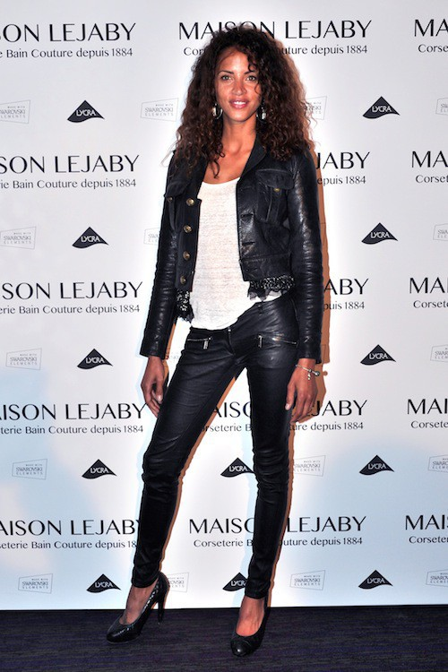 Photos : Noémie Lenoir : rock et sexy tout en cuir pour une marque de lingerie !