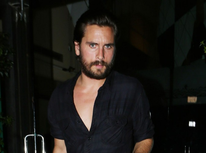 Photos : Scott Disick surpris en train d'embrasser une nouvelle blonde !