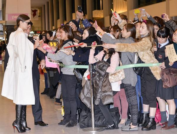 Miranda Kerr à l'aéroport de Narita de Tokyo