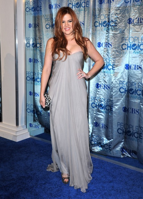 Une robe de vestale pour Khloe Kardashian au People's Choice Awards le 5 janvier 2011.