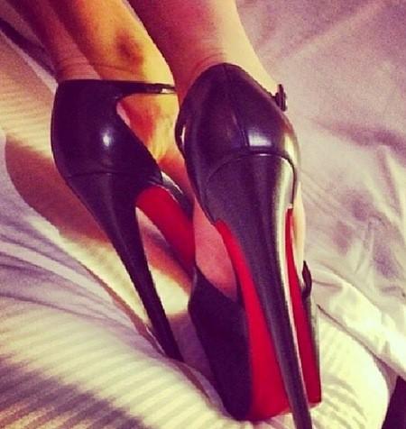 Comme Nabilla, elle est fan de chaussures et traîne son boyfriend dans les magasins !