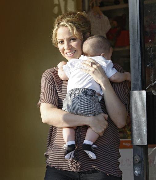 Shakira en plein shopping avec son petit Milan !