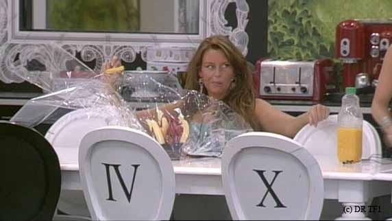 Aurélie encore à table