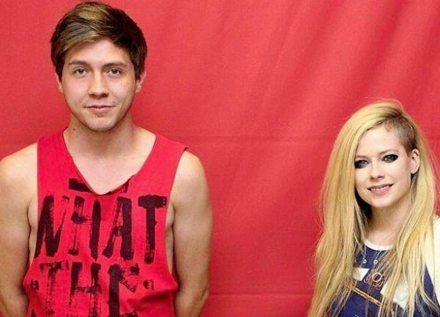 Avril Lavigne : elle demande 400 dolllars par photo à ses fans, mais interdiction de la toucher !