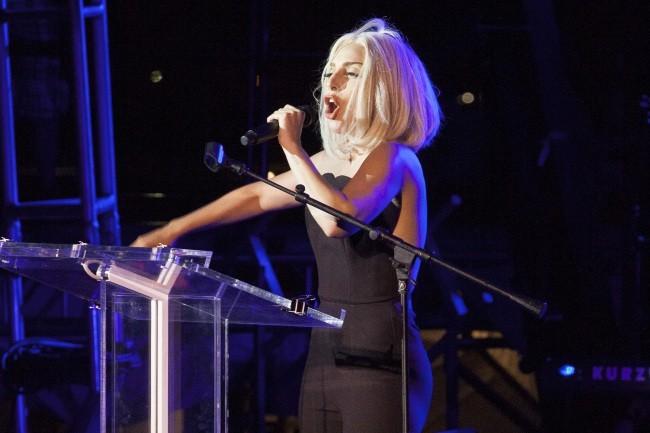 Lady GaGa a fait sa première apparition publique depuis son opération, à l'occasion de la Gay Pride