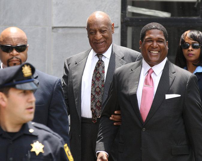 Bill Cosby quitte le tribunal de Morristown à la suite de l'audience préliminaire de l'affaire Andrea Constand le 24 mai 2016.