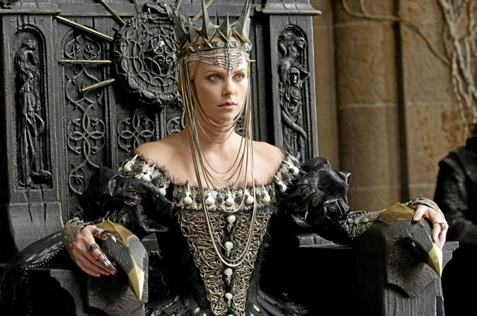 """Les images du film """"Blanche Neige et le chasseur"""" avec Charlize Theron, Kristen Stewart et Chris Hemsworth !"""