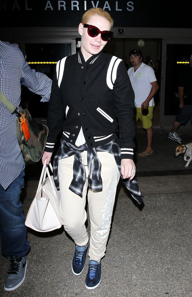 Iggy Azalea et sa veste Bombers en noir et blanc