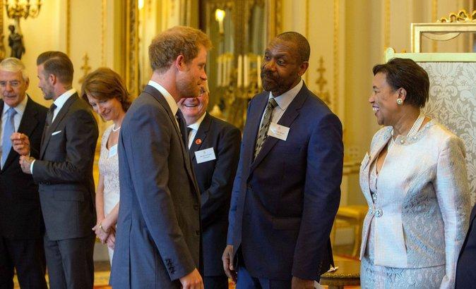 Le Prince Harry est dans les petits papiers d'Elizabeth II !