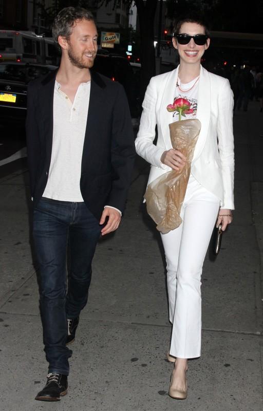 Anne Hathaway à New York avec son fiancé
