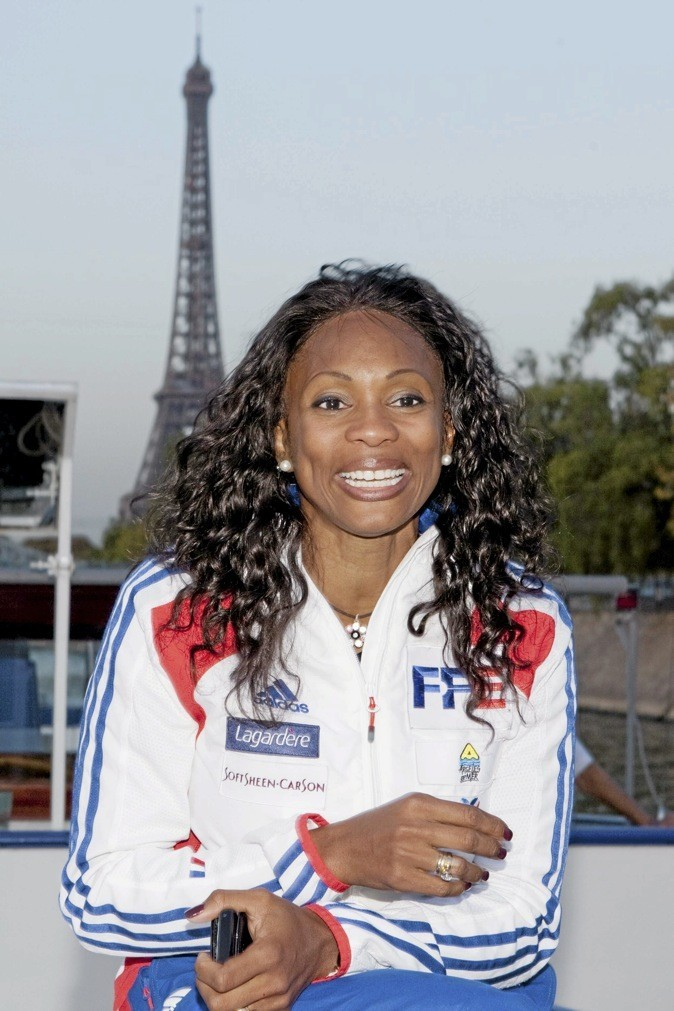 """Laura Flessel ! """"N'oubliez pas que les jeux paralympiques approchent à grands pas, nos Français se préparent et ils auront besoin de nos encouragements..."""