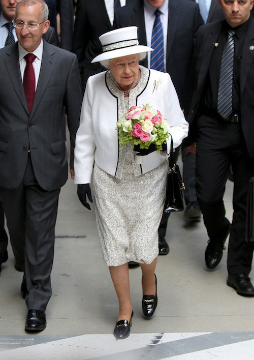 Elisabeth II : une arrivée triomphale en France pour la reine d'Angleterre !