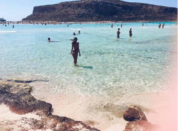 Emily Ratajkowski : Nue ou en bikini, elle a fait son choix !