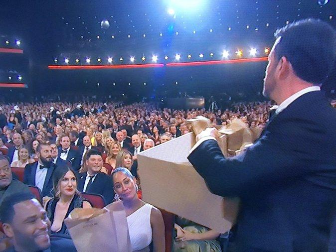 Jimmy Kimmel, le distributeur officiel de tartines au beurre de cachuète des Emmy !