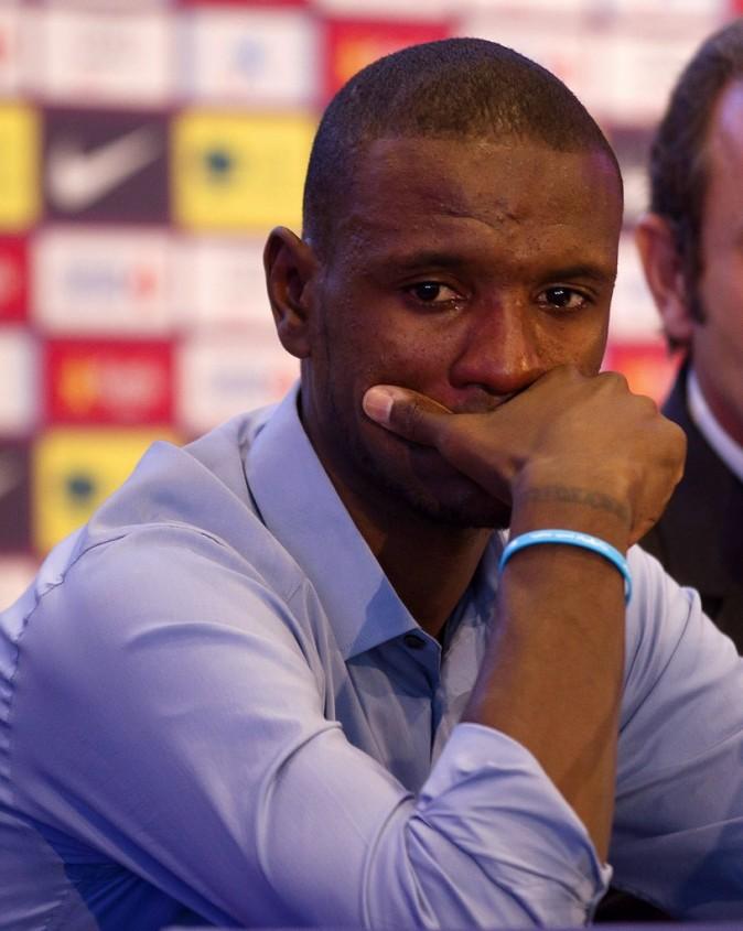 Eric Abidal annonce ému, son départ du FC Barcelone, le 30 mai 2013.
