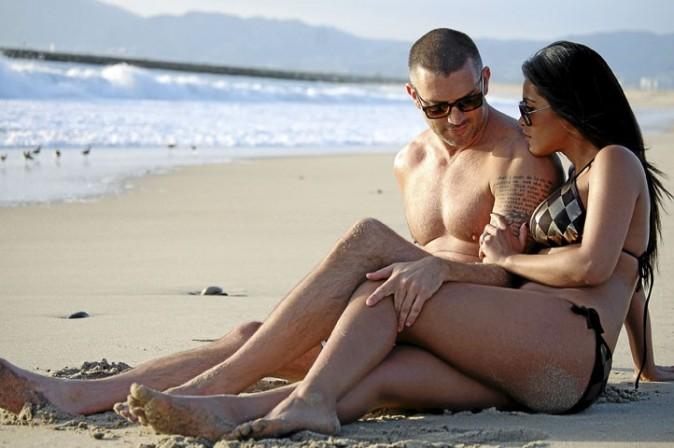 Une brune incendiaire qui batifole sur la plage de Santa Monica avec son futur époux. On n'avait pas vu ça depuis… Kim Kardashian !